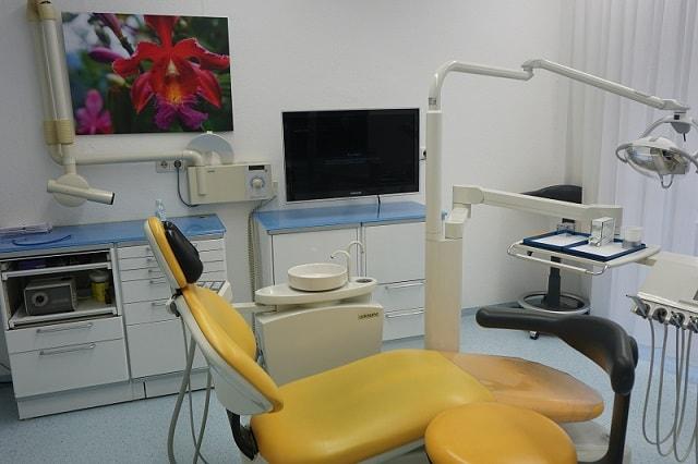 Praxis Dr. Thalhofer Behandlungszimmer 1 mit modernste Technik